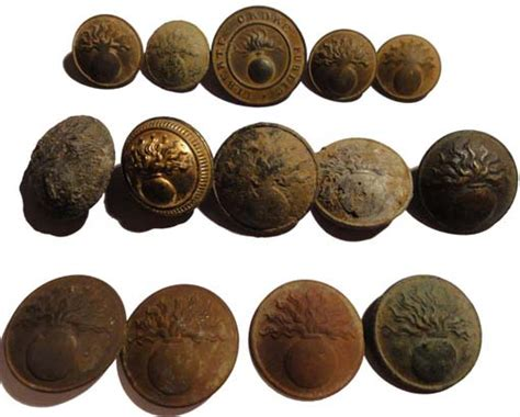 Boutons broches et insignes