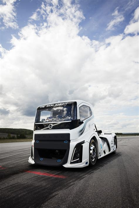 """Volvo """"Iron Knight"""" The Fastest Truck In The World - HisPotion"""
