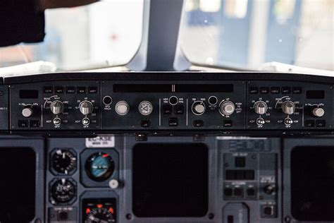 flight controls - Can you disengage A320 autopilot with