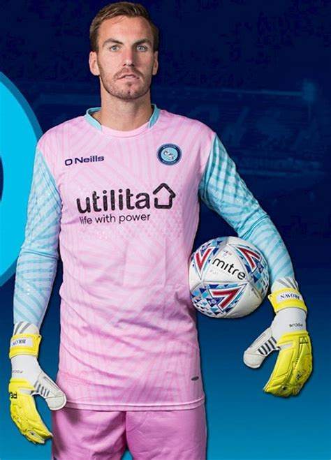"Wycombe Wanderers unveil new ""disruptive"" goalkeeper"