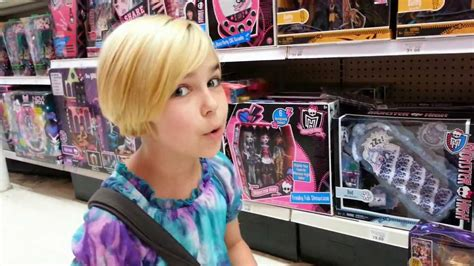 Monster High Hunting at Toys R Us - 13 Wishes and Home Ick