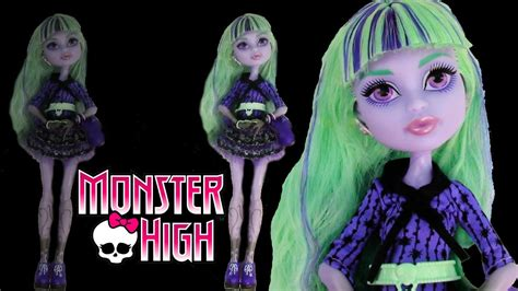 Monster High 13 Wishes Movie Twyla Doll Toy Unboxing